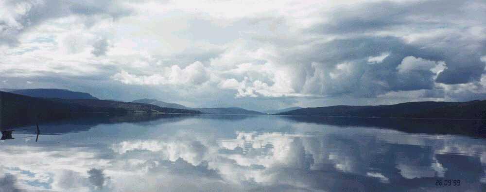 La Vida infinita se refleja en las apacibles aguas de la Página de la Vida. El horizonte se expande a quien es consciente, conoce, ama y obra apropiadamente.